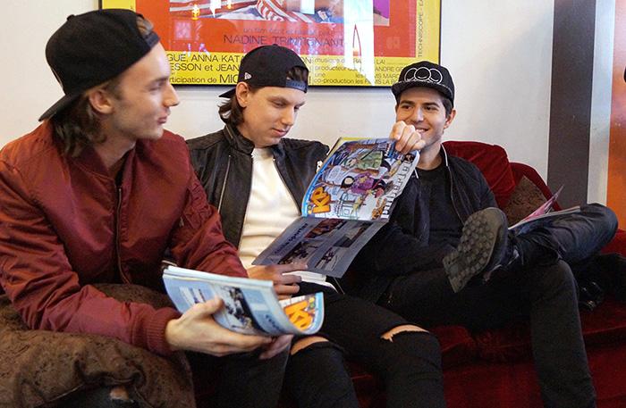 Arvid, Oscar och Dennis laddar inför Mello genom att läsa senaste KP.